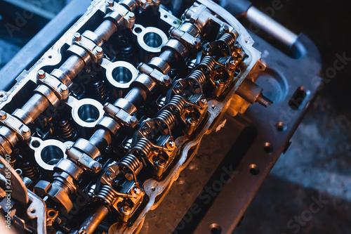 Fotografia car engine cylinder head repair.