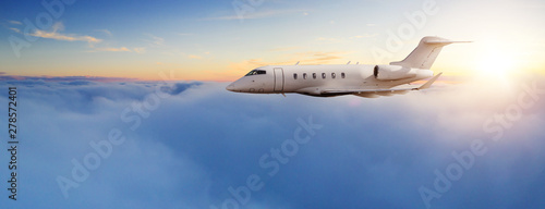 Photo  Private jet plane flying in sunset