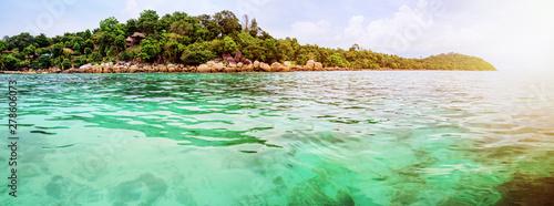 Fotografia Panorama beautiful nature landscape resort on Koh Lipe island surrounded by clea