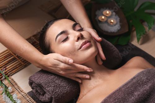 Pinturas sobre lienzo  Beautiful young woman receiving massage in spa salon