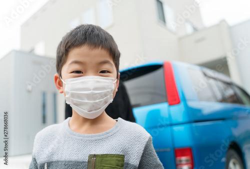 Obraz マスクの子供 春 - fototapety do salonu