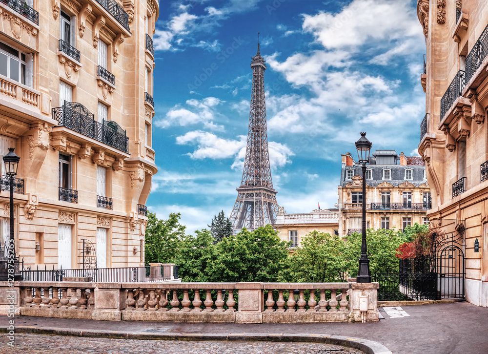 Fototapety, obrazy: Small Paris street with view on the famous Eiffel Tower in Paris, France.