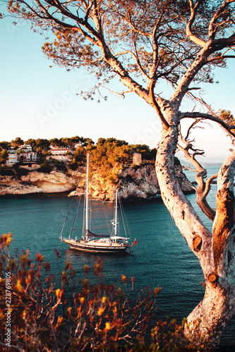 Motiv-Rollo Basic - Luxury sail yacht is the best way to travel and spend time at the sea. Sunset view of a bay with warm color tones. Cala Portals Vells, Mallorca. Balearic Islands
