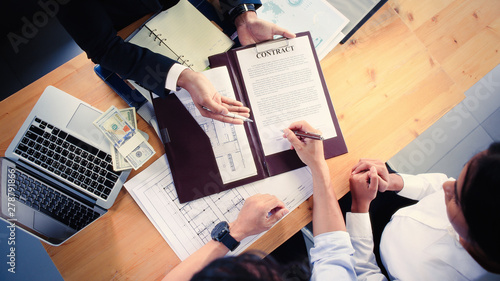 Fototapeta Couples are signing a loan agreement for housing. obraz