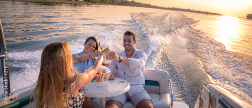 Obraz Friends are drinking on a boat in sunset - fototapety do salonu
