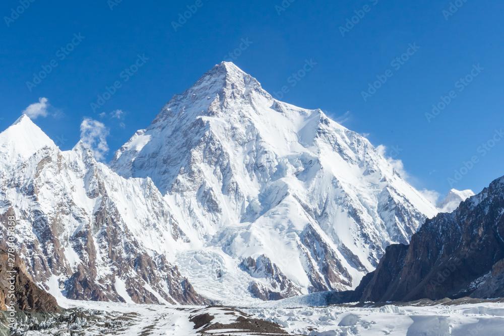 Fototapeta K2 mountain peak, second highest mountain in the world, K2 trek, Pakistan, Asia - obraz na płótnie