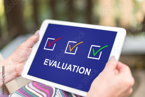 Poster Pays d Asie Evaluation concept on a tablet