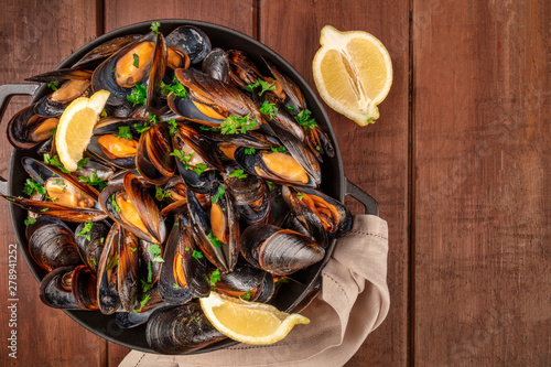 Marinara mussels, moules mariniere, with lemon slices, in a cooking pot, shot fr Canvas Print