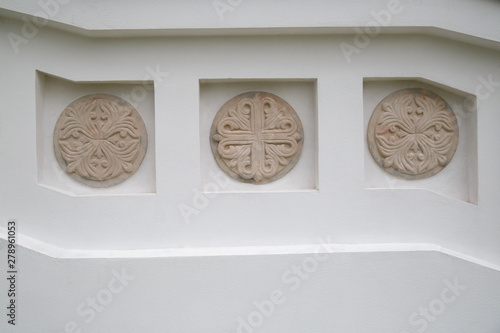 Round decorative bas-relief on a white wall. Canvas Print