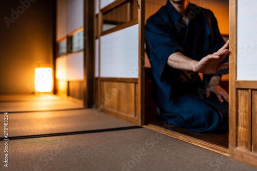 Valokuva Traditional japanese house or ryokan with man in kimono opening shoji sliding do