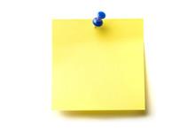 Posit De Color Amarillo Y Marcador Azul Clavado Sobre Fondo Blanco