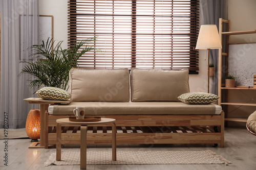 Pinturas sobre lienzo  Living room interior with sofa, window blinds and stylish decor elements