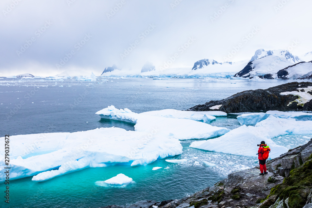 Fototapety, obrazy: Tourist taking photos of amazing frozen landscape in Antarctica with icebergs, snow, mountains and glaciers, beautiful nature in Antarctic Peninsula with ice