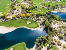 快晴な日のゴルフ場