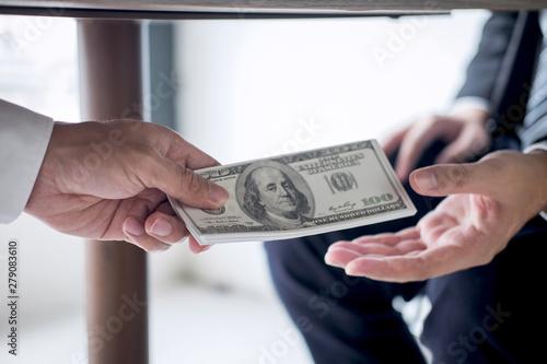 Fotografía  Dishonest cheating in business illegal money, Businessman receive bribe money un
