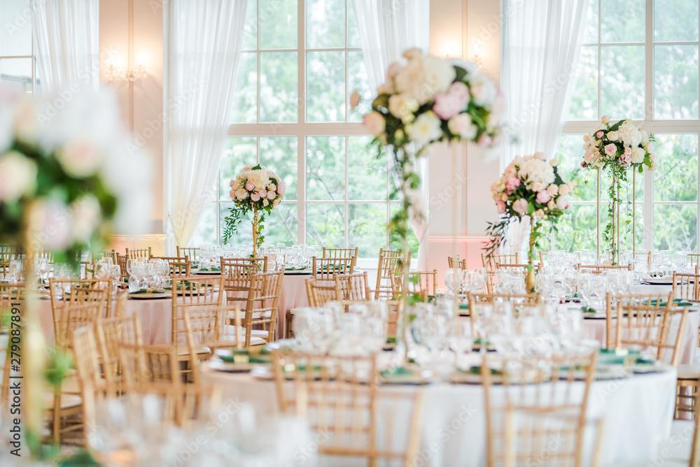 Fototapeta Luxury wedding table decoration. Special event table set up. Fresh flower decoration.