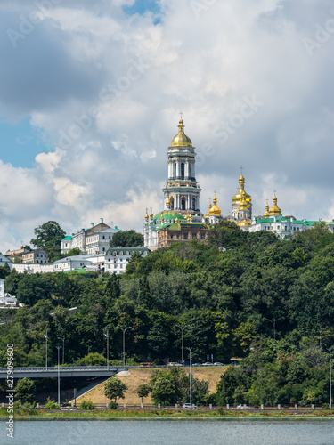 Staande foto Kiev View of Kyiv Pechersk Lavra monastery (Kiev Pechersk Lavra) and it's bell tower (Great Belfry). Historical and cultural reserve – UNESCO object in Ukraine