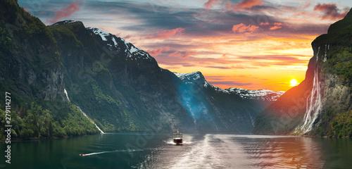 Ship in geiranger fjord. Fototapet