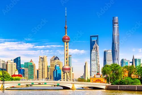 Montage in der Fensternische Shanghai Shanghai pudong skyline with historical Waibaidu bridge, China during summer sunny day