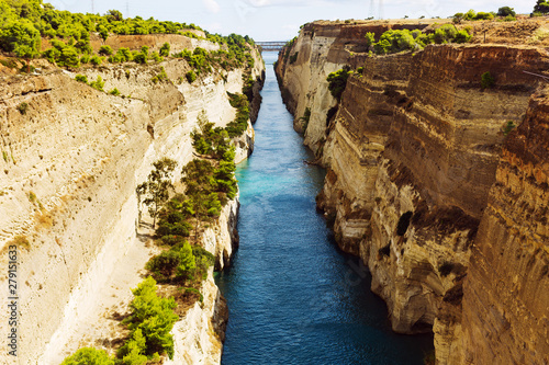 Valokuvatapetti Mainland Greece, the Peloponnese peninsula and the Corinth Canal between them