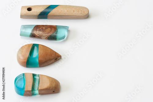 Fototapeta Ręcznie robiona biżuteria z żywicy i drewna #2 obraz