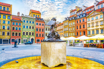 FototapetaFountain Mermaid and colorful houses on Old Town Market square in Warsaw, capital of Poland
