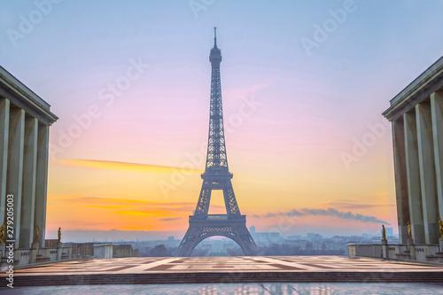 Poster de jardin Tour Eiffel View of the Eiffel tower from observation deck at the Palais de Chaillot in Paris, France
