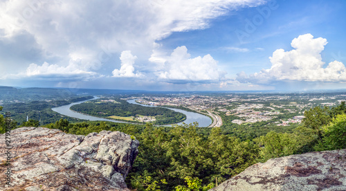 Valokuvatapetti Chattanooga on the Tennessee River - Viewed from atop historic Lookout Mountain, the city of Chattanooga is situated alongside a large bend in the Tennessee River