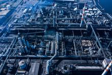 複雑な配管の工場 空撮