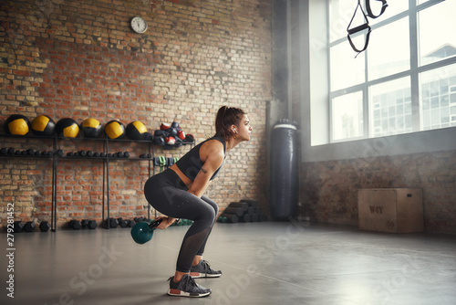 Fotografia  Woman exercising in gym