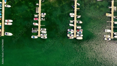 Valokuvatapetti Ariel overhead shot of boats at the dock on a sunny day
