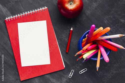 Valokuva  Note paper next to penholder