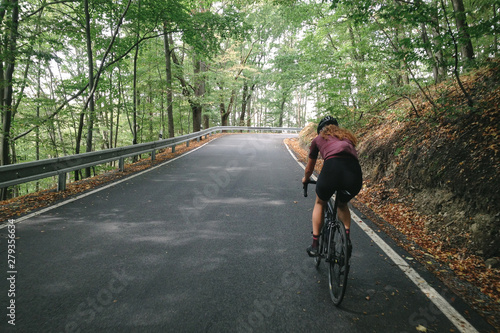 Photo Riding up the Belkovice valley and the switchbacks of the steep road to Dalov