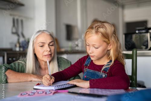 Papel de parede Little girl writing in homework notebook