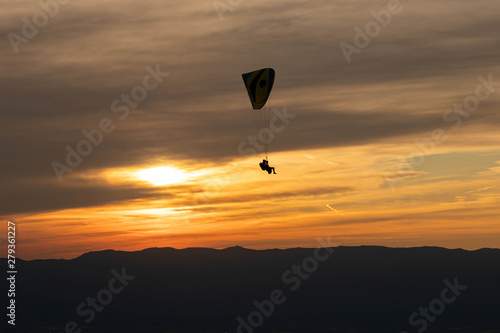 Foto op Canvas Luchtsport Sunset and paraglider