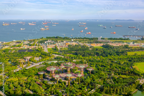 Obraz na plátně  Panorama of Gardens by the Bay and Ship Raid in Singapore
