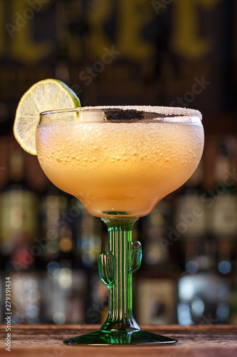 Fotografía  classic lime alcoholic cocktail