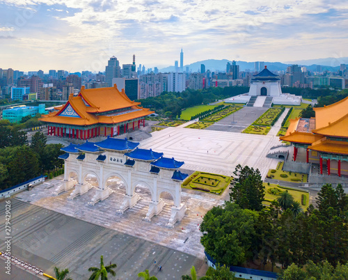 Aerial view of National Chiang Kai shek Memorial Hall in Taipei downtown, Taiwan. Financial district and business centers in smart urban city. Skyscraper and high-rise buildings. Fototapete