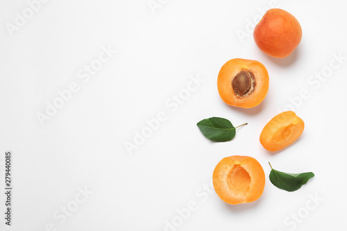 Fotografiet Delicious ripe sweet apricots on white background, top view