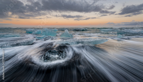 Fotografie, Obraz Wave motion, diamond beach, south Iceland