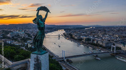 Foto auf Leinwand Budapest Liberty Statue in Budapest