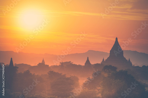 Amazing sunset colors and silhouettes of ancient Buddhist Temples at Bagan Kingdom, Myanmar (Burma) фототапет
