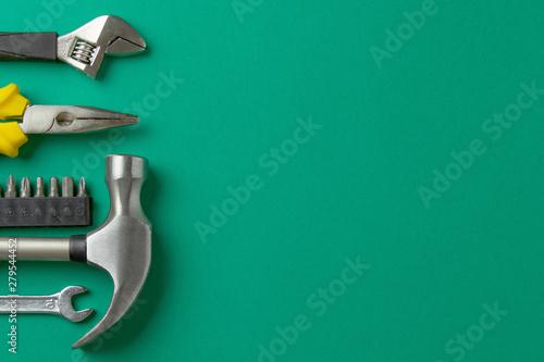 Cuadros en Lienzo Hammer, key, pliers on a green background