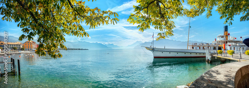 Fotografia Landscape with wharf and touristic old ferry on Geneva Lake in Vevey town