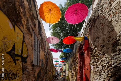 Fototapeta Udekorowane kolorowe ulice dzielnicy Getsemani (Cartagena, Kolumbia) obraz