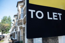 Estate Agent 'TO LET' Sign On ...