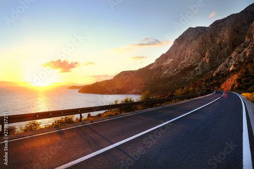 Foto auf Leinwand Schwarz Empty road and sky nature landscape. Picturesque scene and sunrise above road