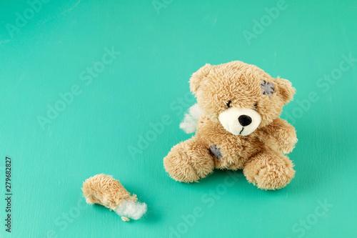 Stampa su Tela Toy teddy bear with teared away paw