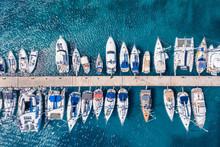 Luftaufnahme Einer Marina Mit ...
