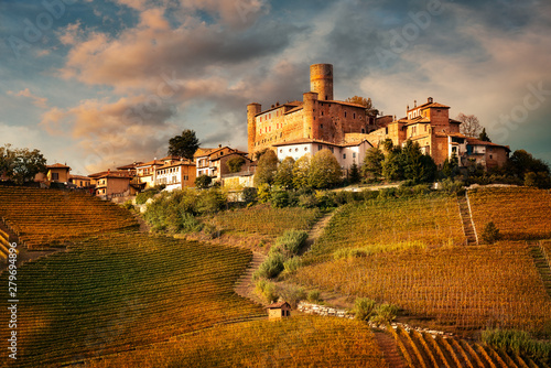Photo sur Toile Grenouille Castiglione Faletto, village in Barolo wine region, Langhe, Piedmont, Italy